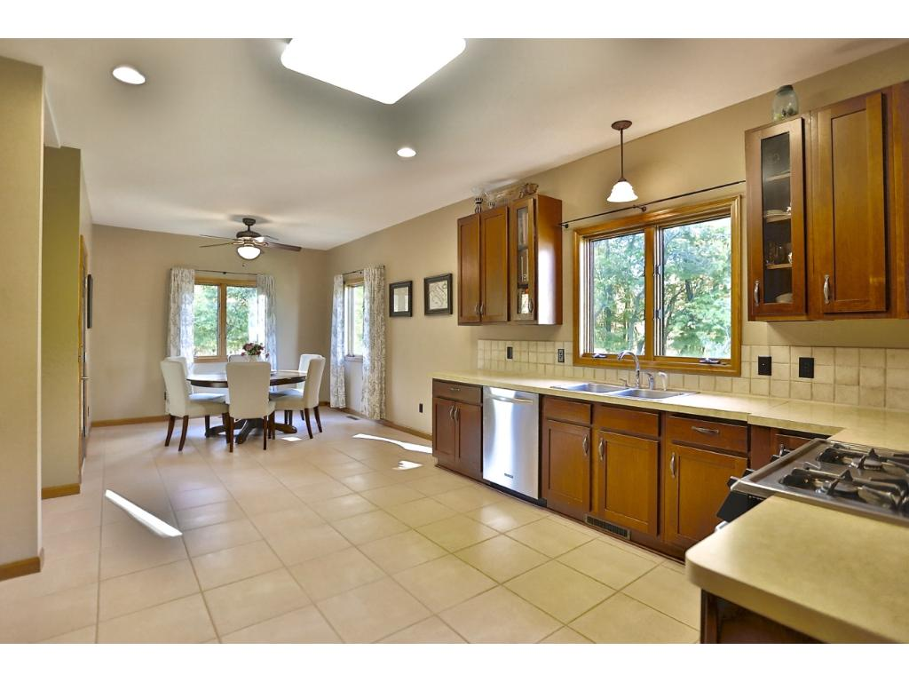 Check out this large kitchen !