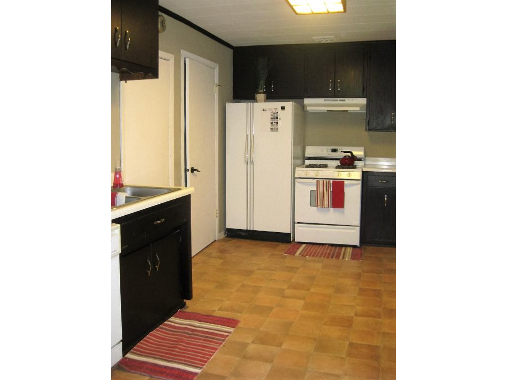 Nice sized kitchen with espresso colored cabinets. and plenty of cabinet and counter top space!