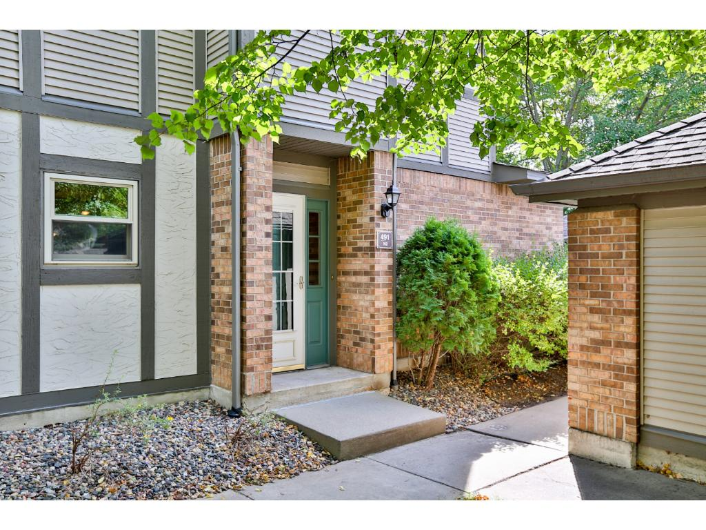 End Unit Condo That Lives Like A Townhome With Private Exterior Entrance And Patio