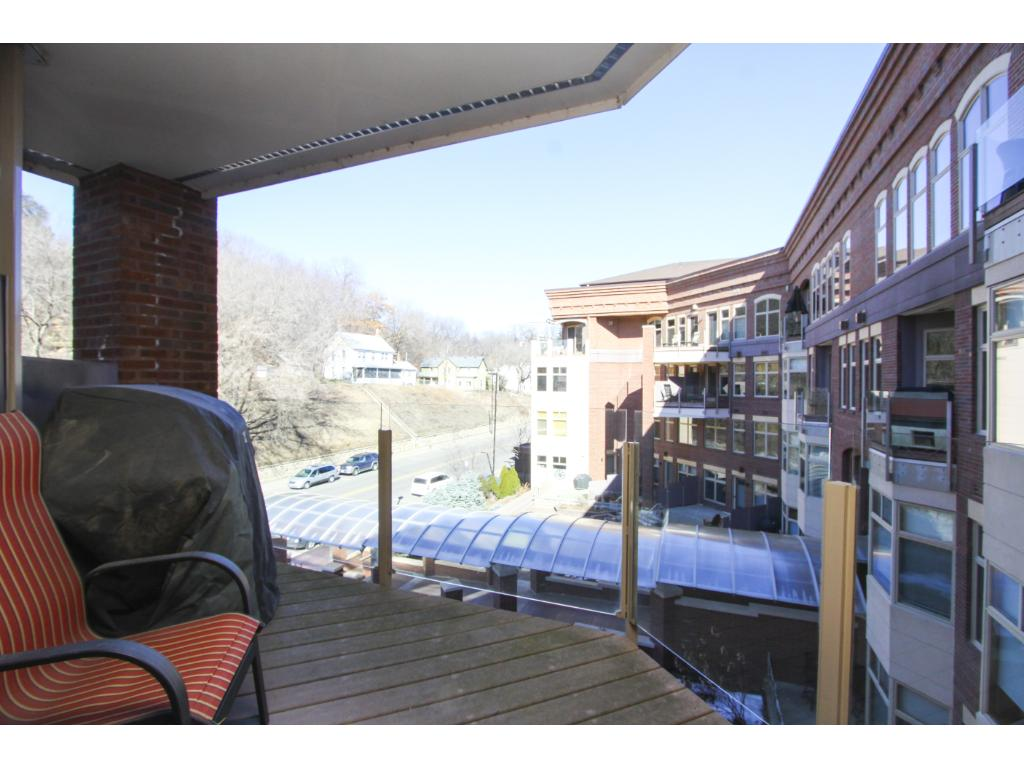 Roof top deck for all owners to enjoy - Exclusive to 501 Main St N