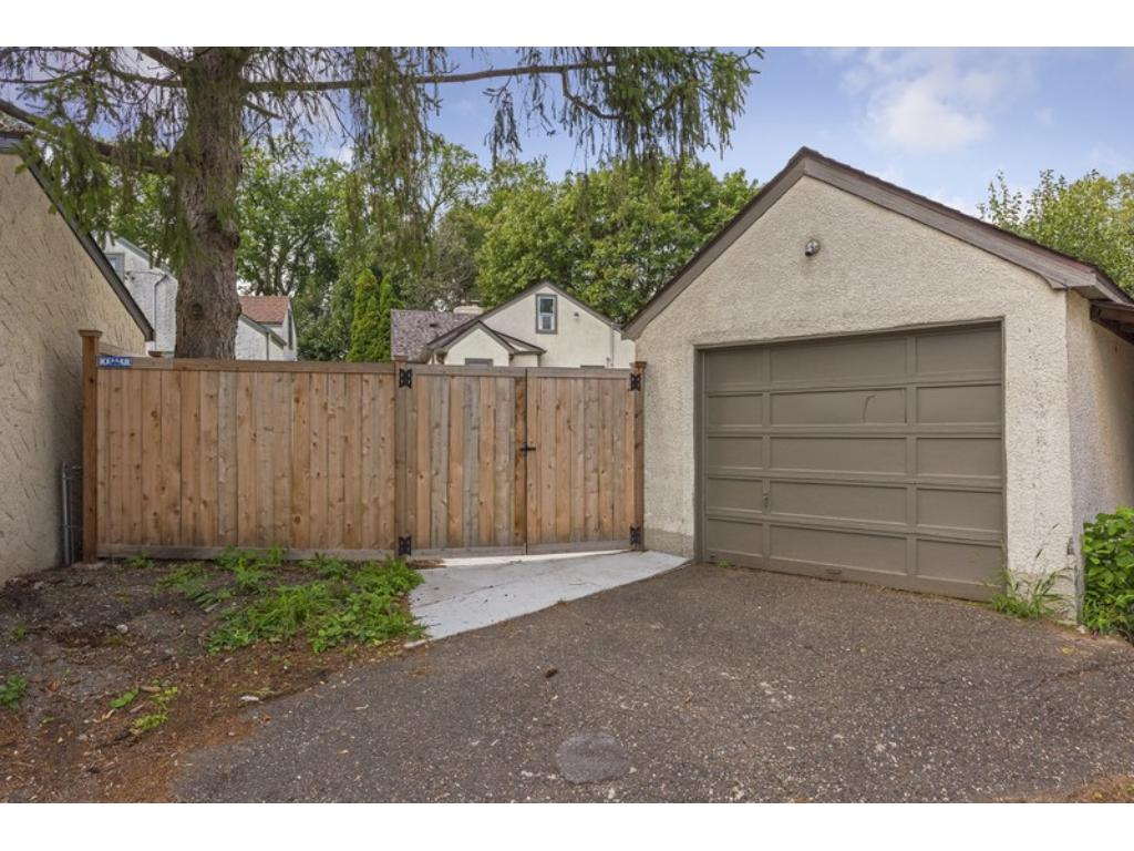 Low maintenance Stucco home & garage