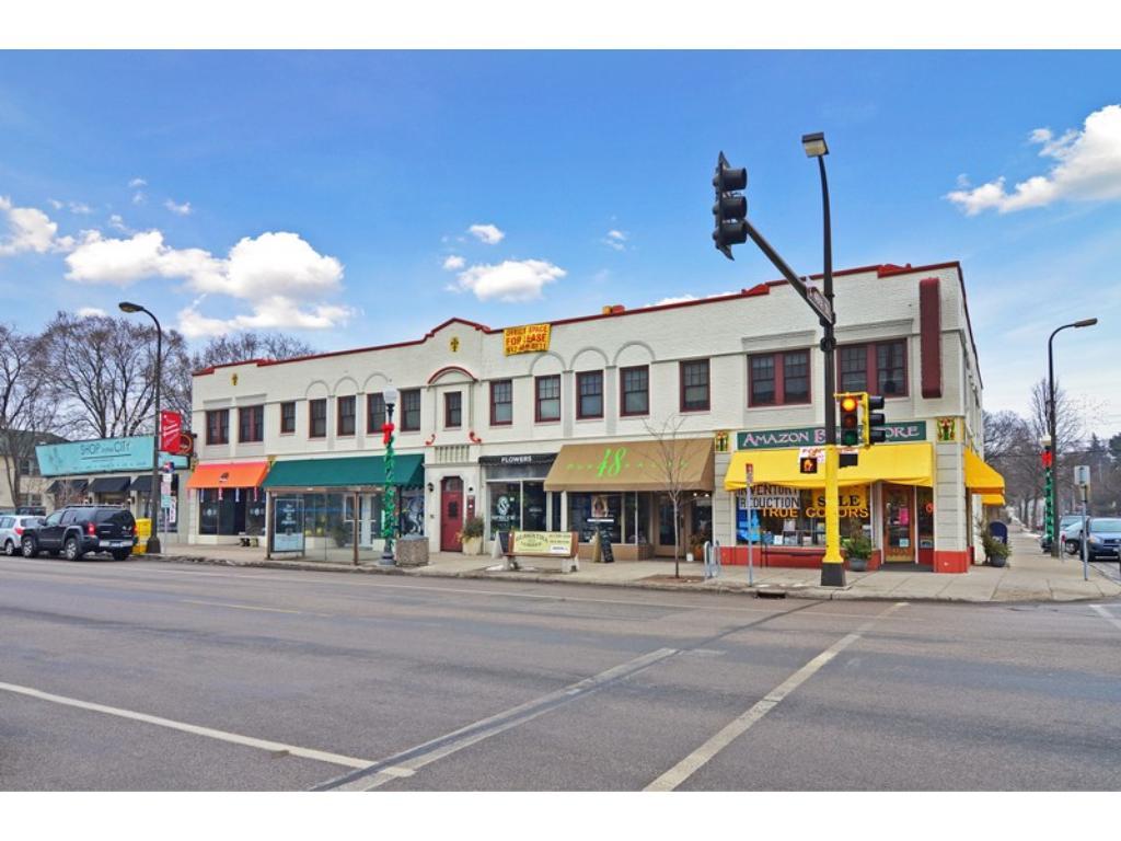 Urban living at its best! Walking distance to 48th & Chicago businesses, restaurants & shops.  Eat. Shop.  Enjoy!