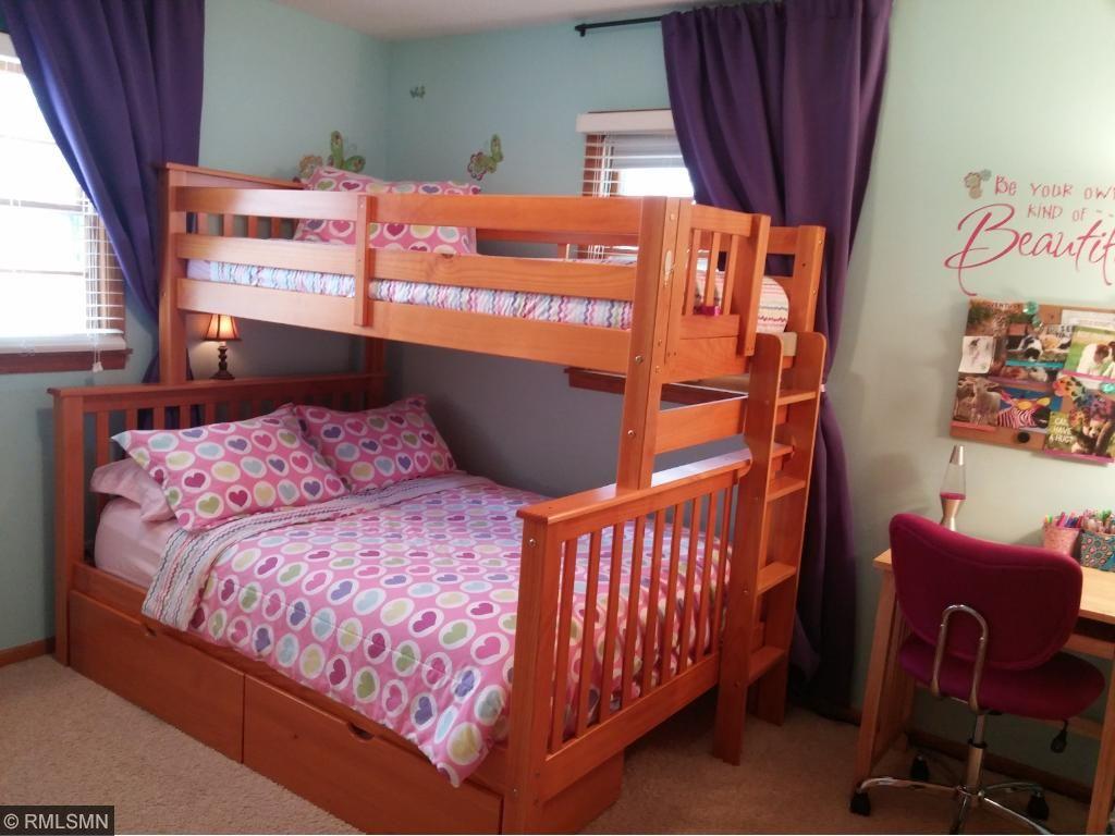 Red Oak Bedroom Furniture 5171 Red Oak Drive Mounds View Mn 55112 Mls 4807415 Edina