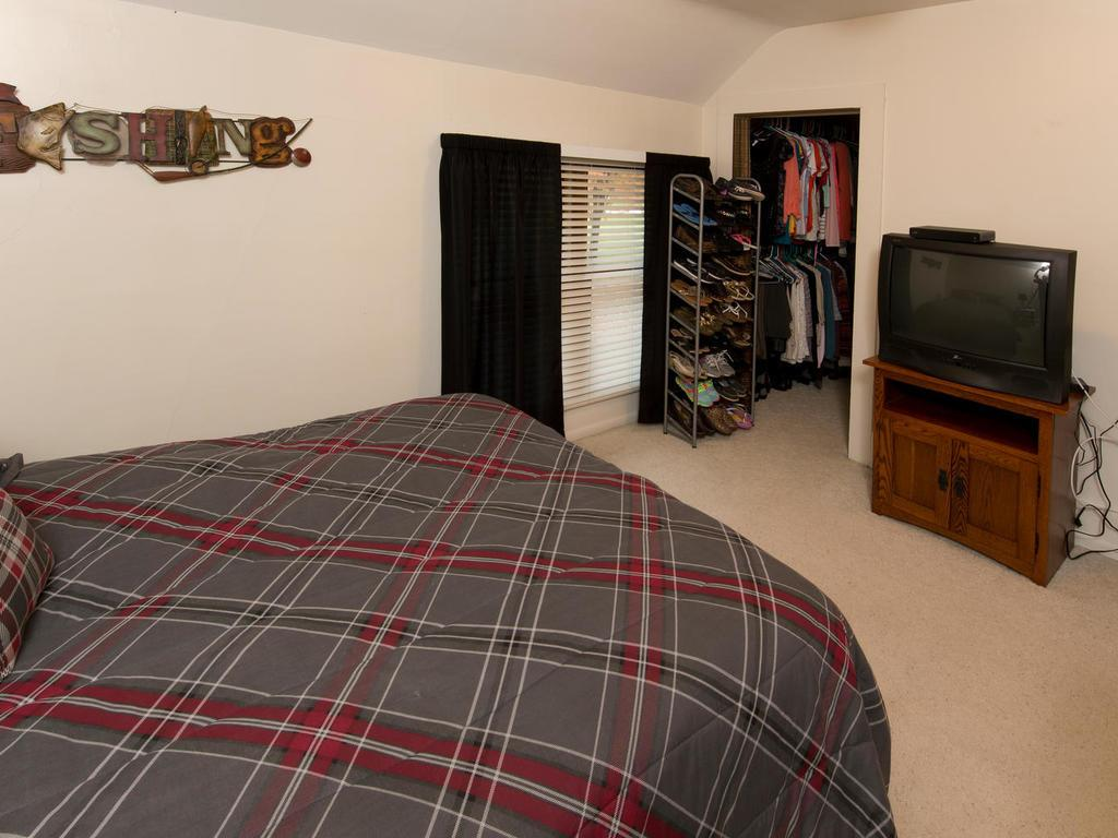 Huge bedroom upstairs, with a great walk in closet!