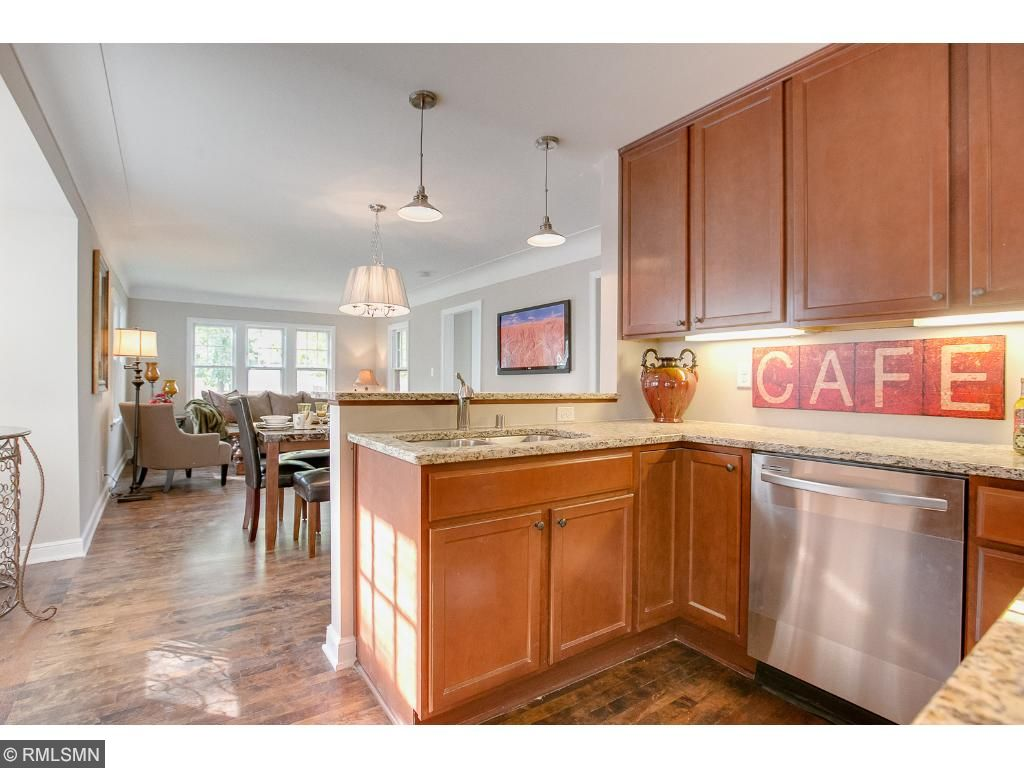 Open kitchen, great for entertaining guests!