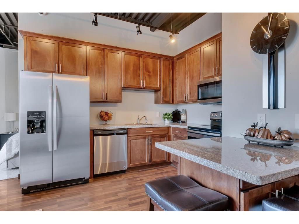 Superieur Spacious Kitchen With Custom Cabinets And Plenty Of Counter Space.