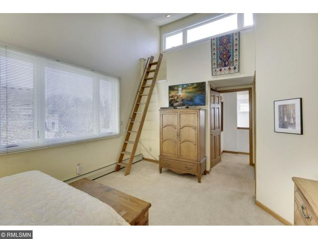 Above the garage is a 620 square foot studio apartment with separate entrance to outside.  It is surrounded by a deck that provides stunning lake views.  This currently rents for $1000/month but could also be an artist's studio.