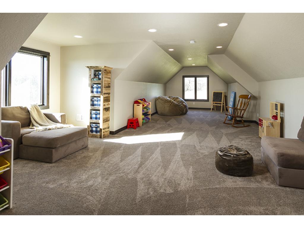 Extra large bonus room