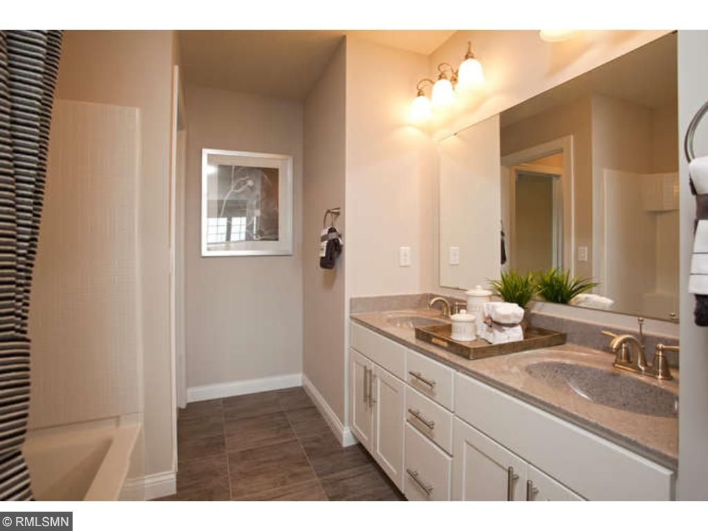 Large secondary bath (photo of model home)
