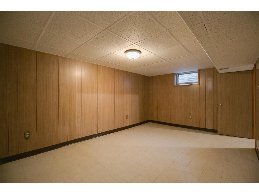 Lower level entertaining room