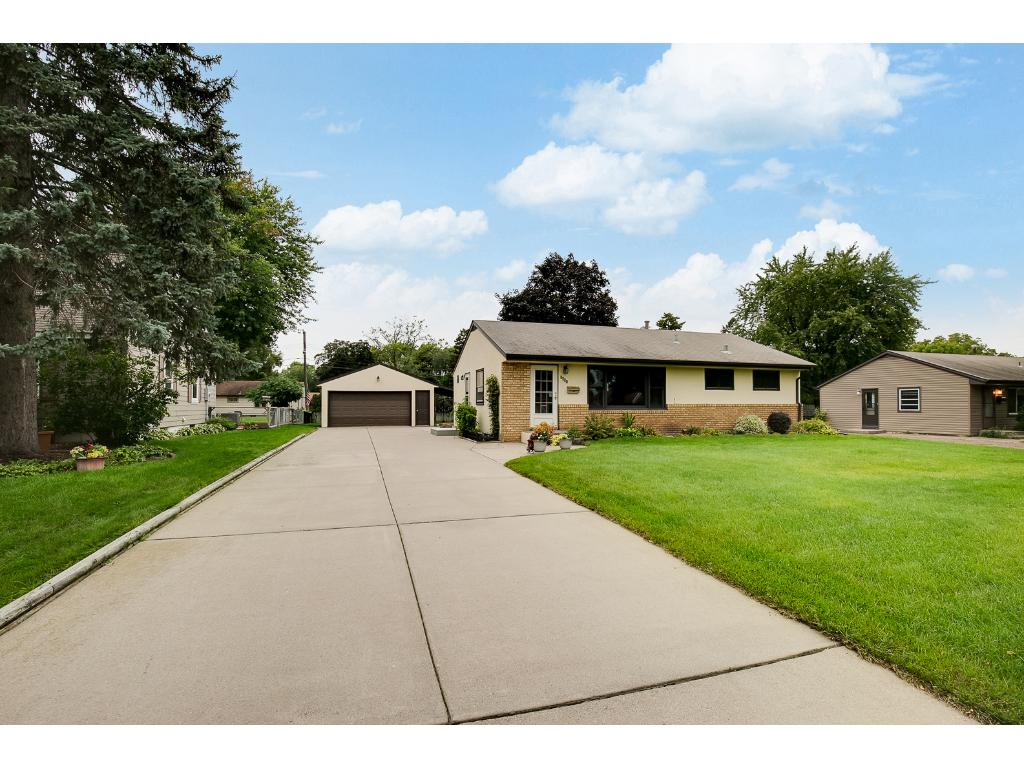 Street view of the home, curb appeal a 10+!