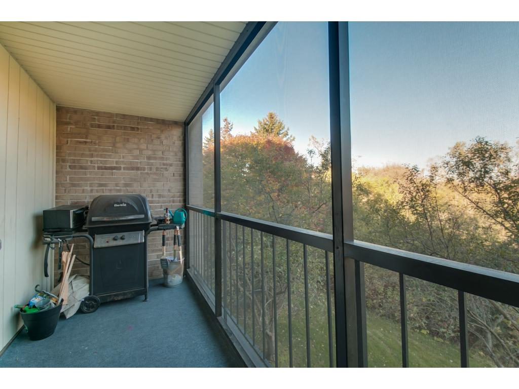 Awesome views of nature right out your screened-in deck. Gas grilling is allowed! How awesome!