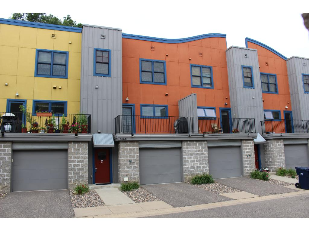 Walkable westside location with easy access to downtown St. Paul and a great alternative to downtown living with extra space to enjoy!