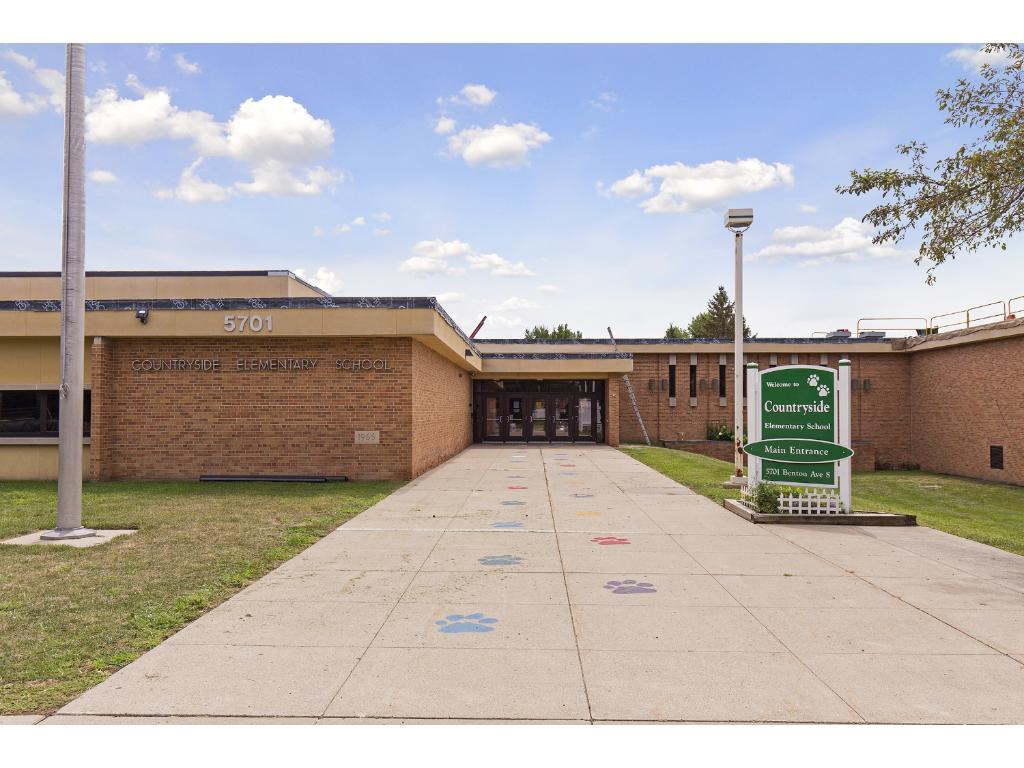Award-winning Edina public schools. Walk to Countryside Elementary just to the west.