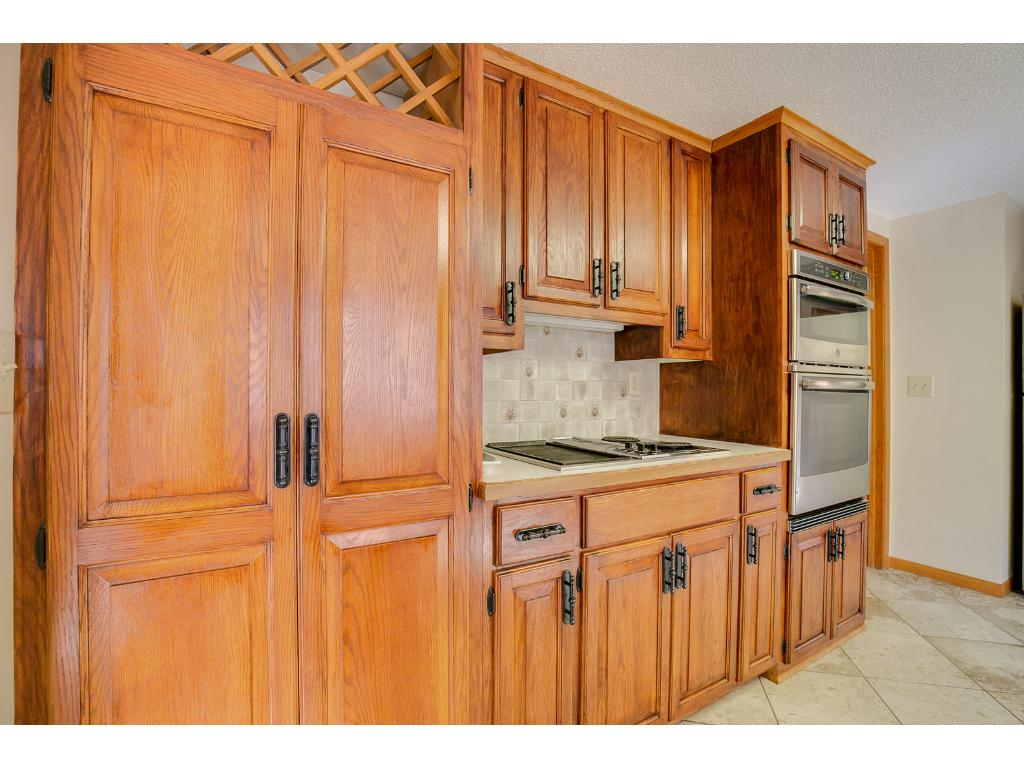Stunning Oak Cabinets in large kitchen1