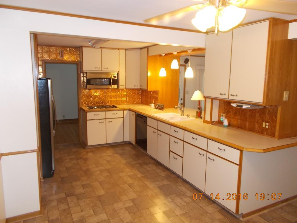 beautiful large kitchen area!