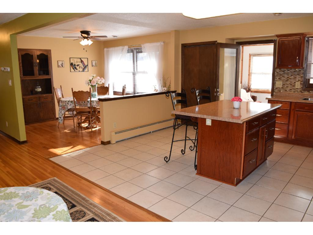 This home is built for entertaining ~ with fantastic great room, kitchen & informal dining room.