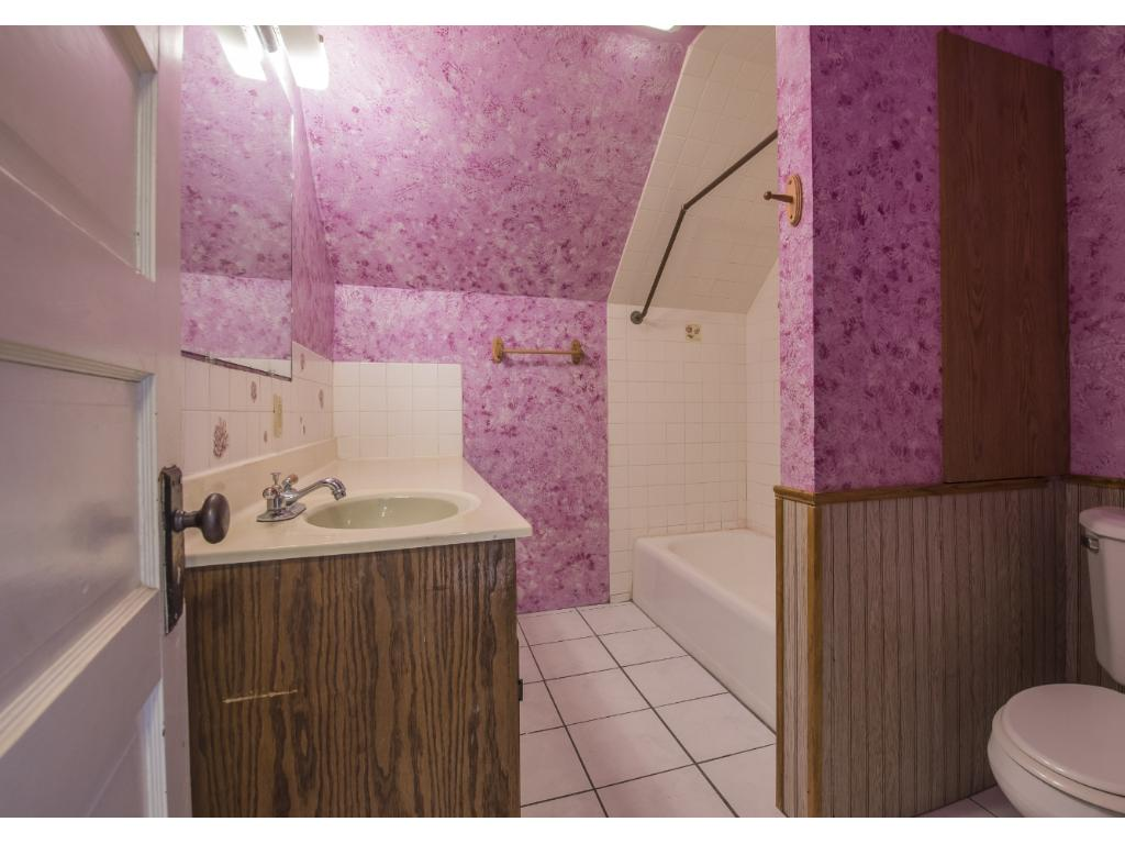 Upper level full bath room.  This room would love your make over.