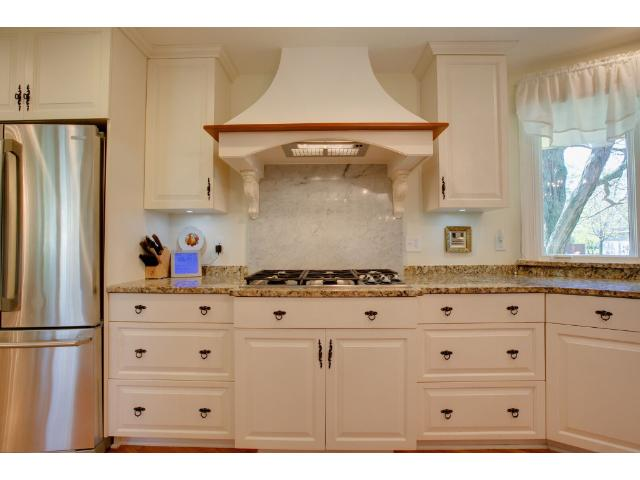 Lovely kitchen finishes throughout!