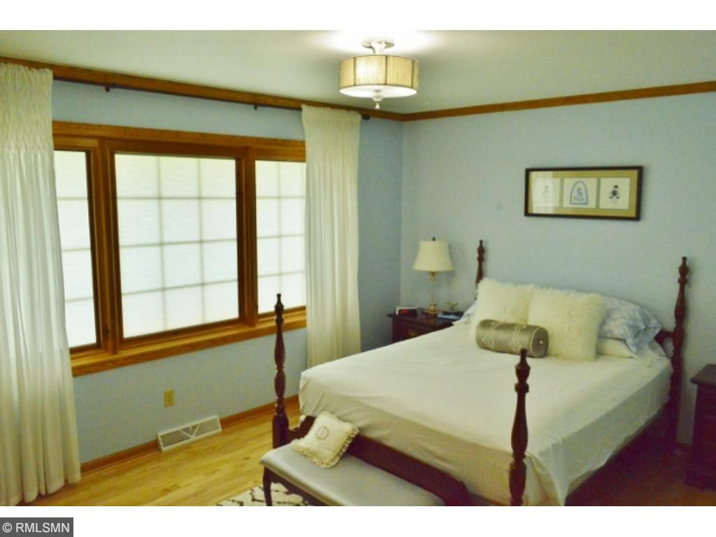 Large master w/ private dressing room!