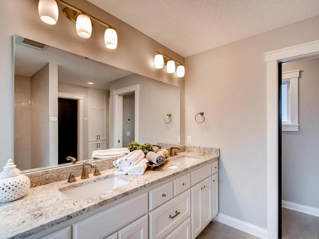 Bright Master bath suit with double vanity