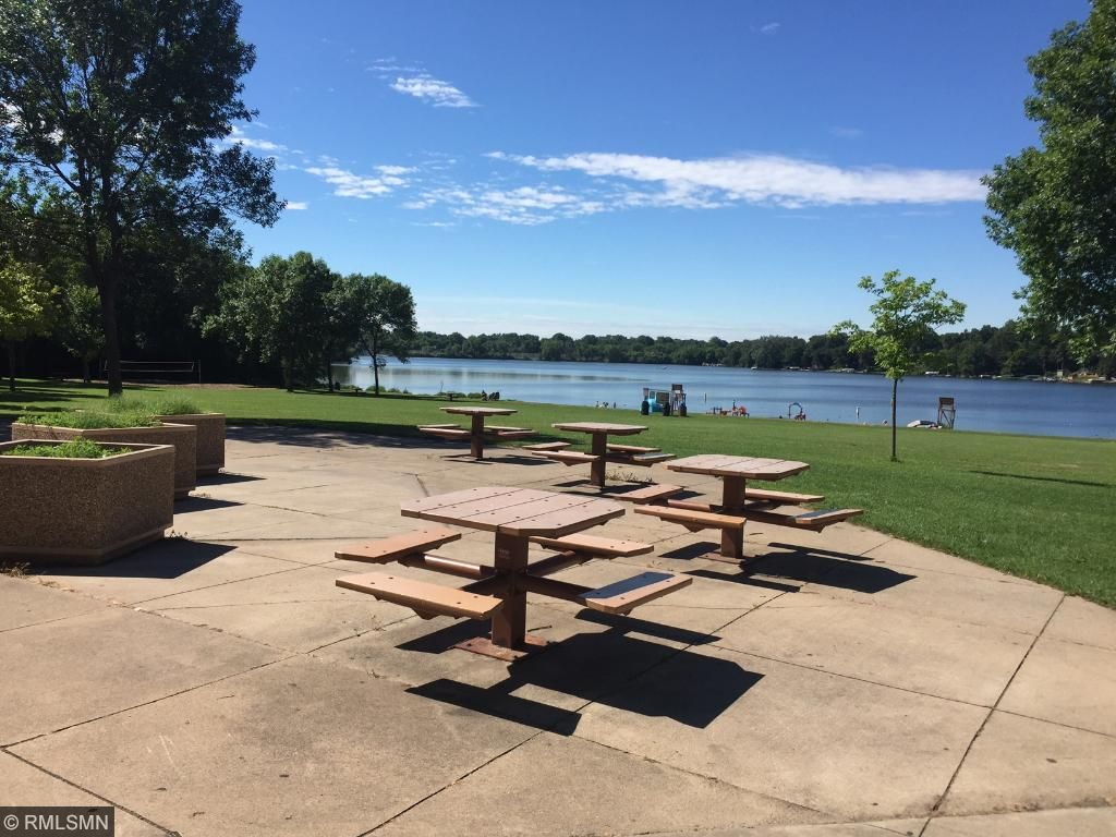 Picnic area by the Long Lake Beach