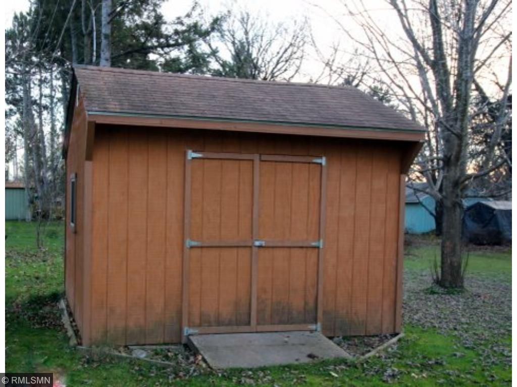 Bonus!  Nice little storage shed - one of two, actually.