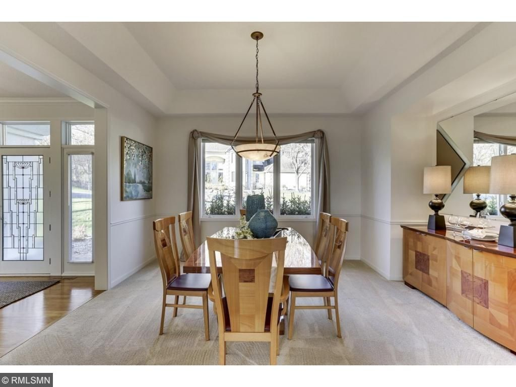 An open formal dining room - A perfect place for large gatherings!