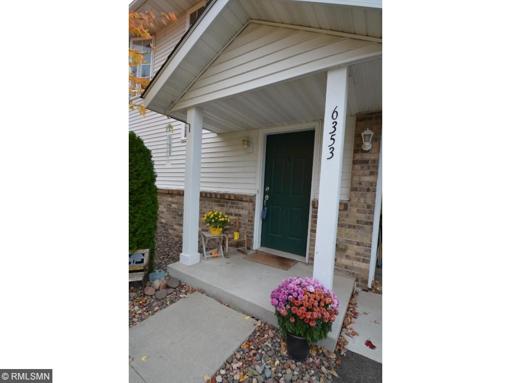 Welcome home to this beautifully and well maintained end unit, located on a dead end, quiet street!