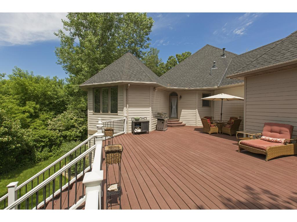 Look at this deck!  Yes, it is maintenance free!