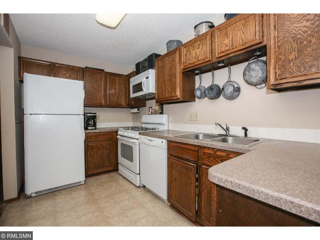 Roomy kitchen with upgraded countertops