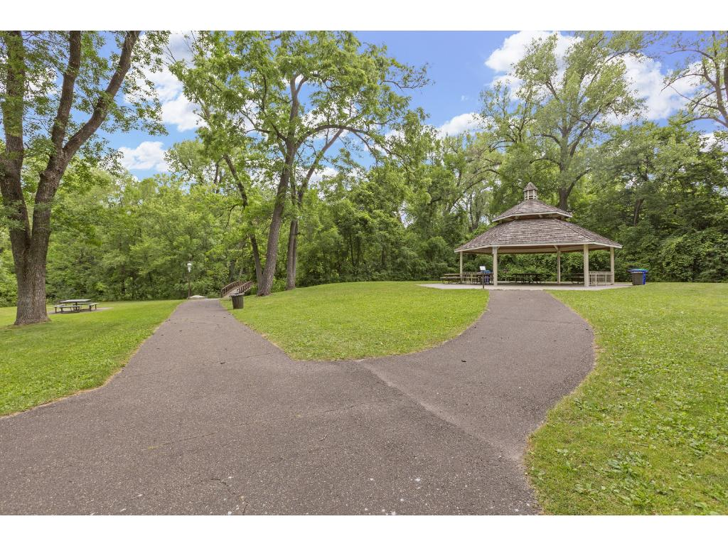 Close to parks, river, playground, walking trails, Manomin Park, Lock Lake access, Mississippi River, Craig Park