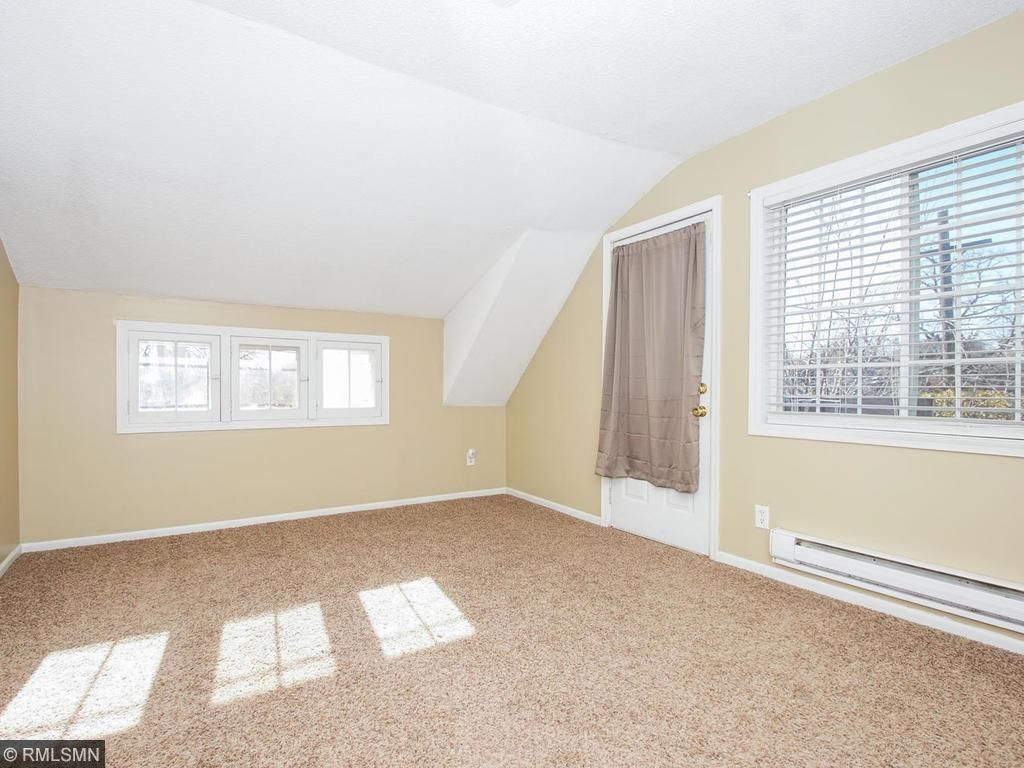 Upper Large Bedroom. Bright!