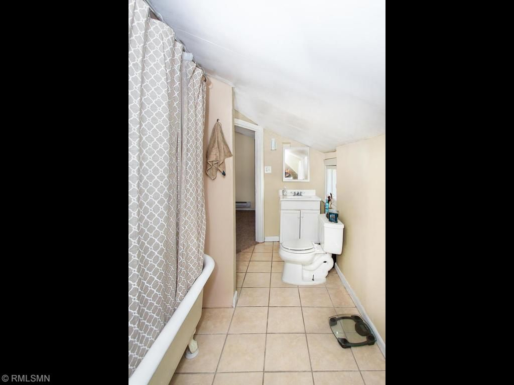 Jack and Jill bathroom with laundry in unit.