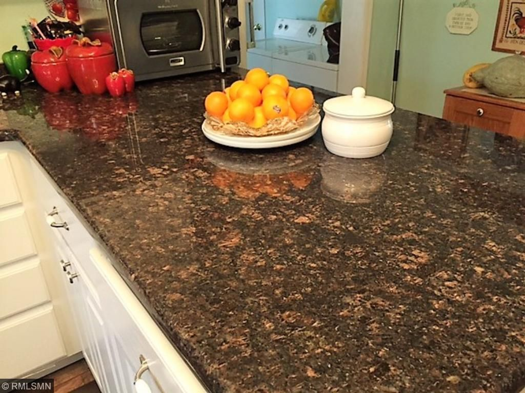 A closer look at the color variation in the granite counter top.