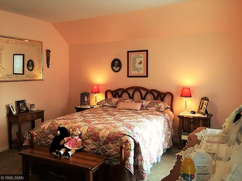 Another spacious bedroom upstairs, it has a very large closet and as all the closets, it's lighted!