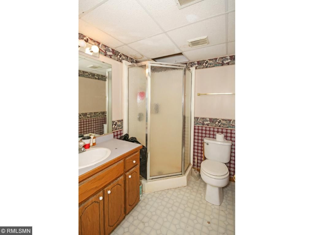 Downstairs 1/2 bath with full shower