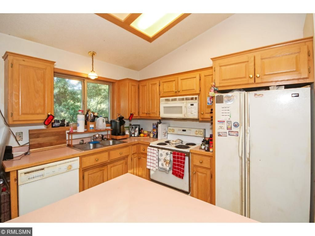 Kitchen with Center Island gives you great cooking space