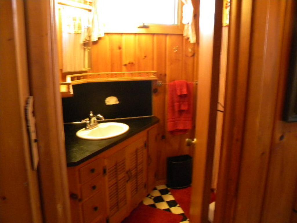 Main cabin bath