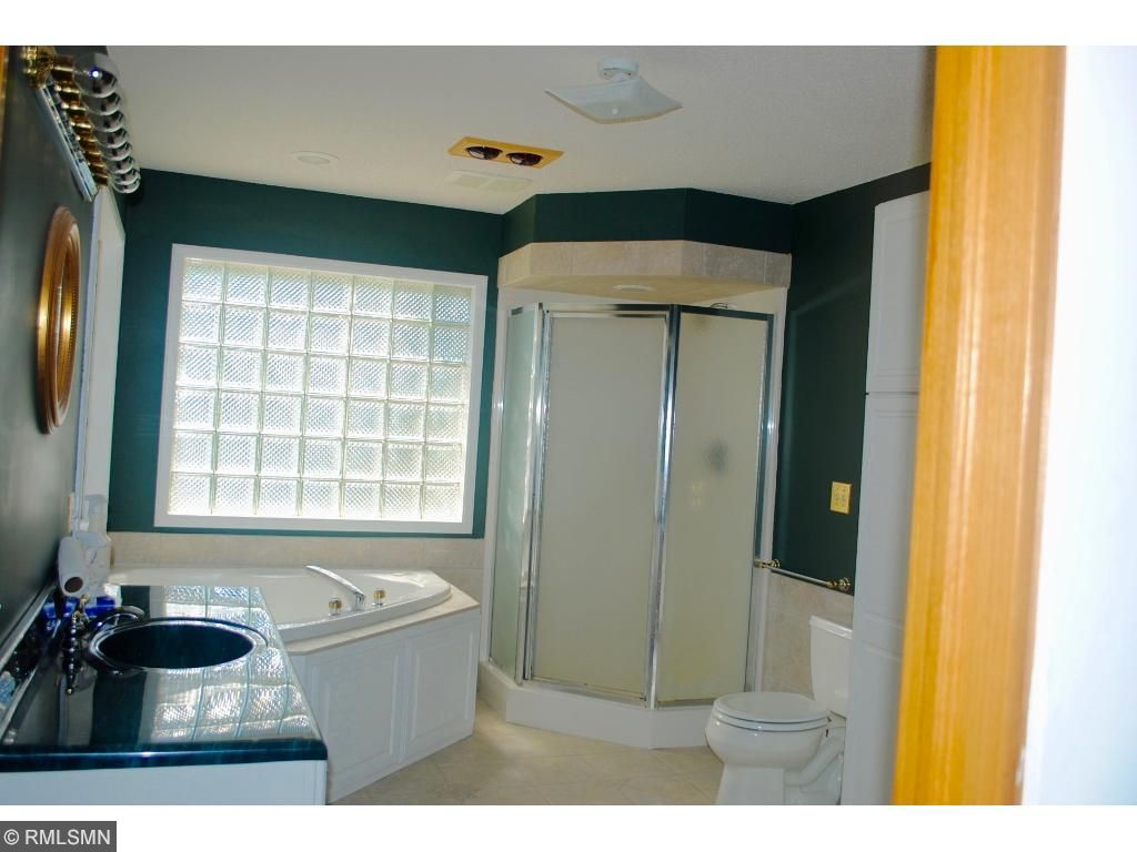full size bath with whirlpool