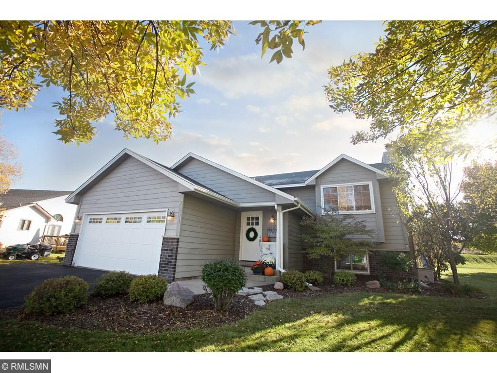 Quaint neighborhood, on a nice cul-de-sac.  This beautiful home is peaceful and great for entertaining friends.