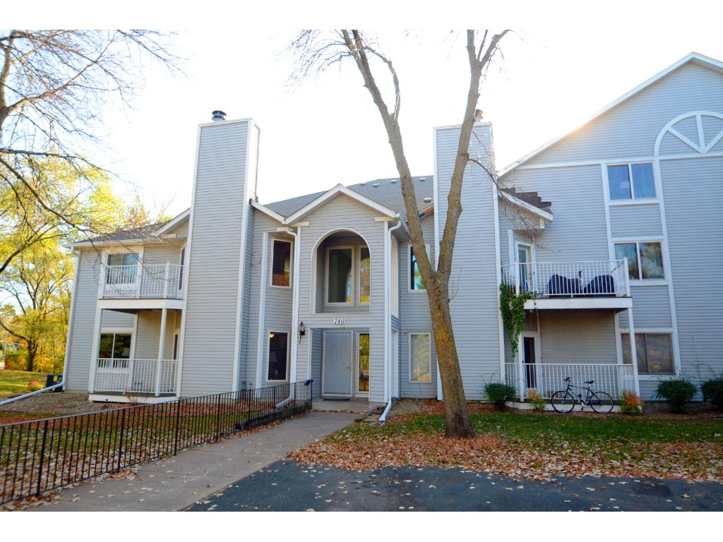 Welcome home to this lovely condominium!