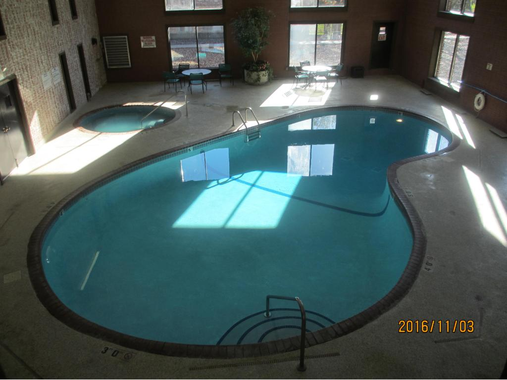 The indoor kidney shaped pool with whirlpool just adjacent.