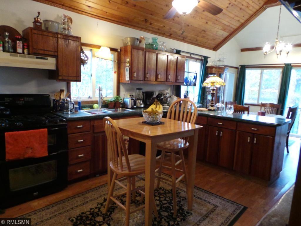 Kitchen has beautiful cabinets!