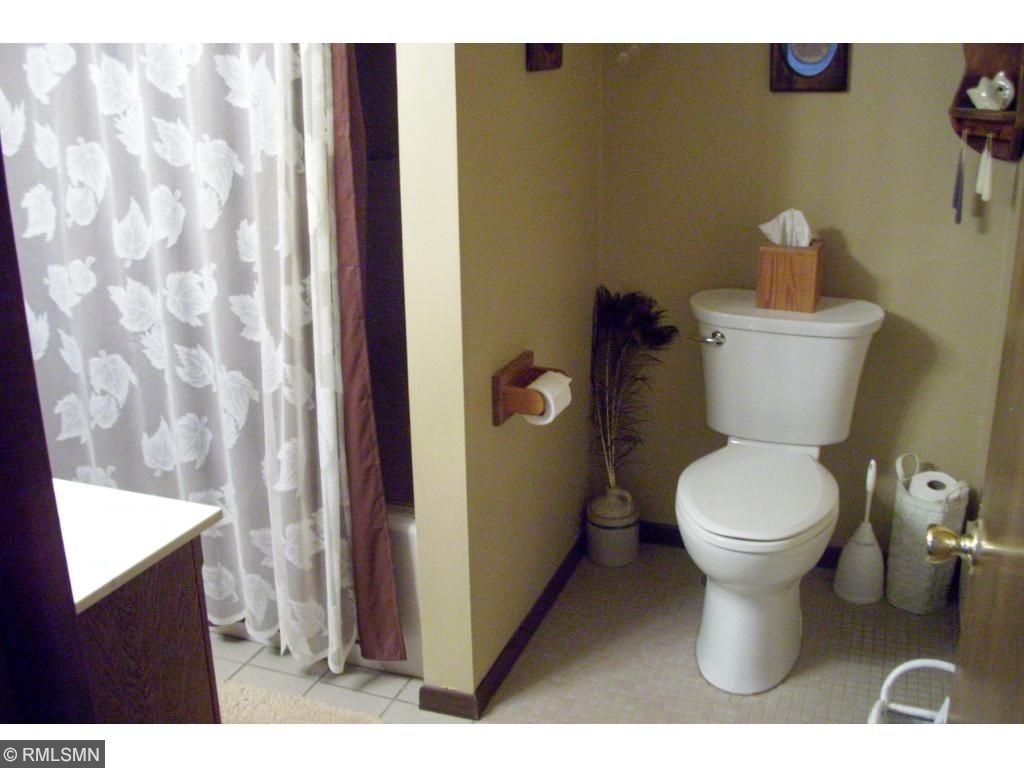 Full main floor bath