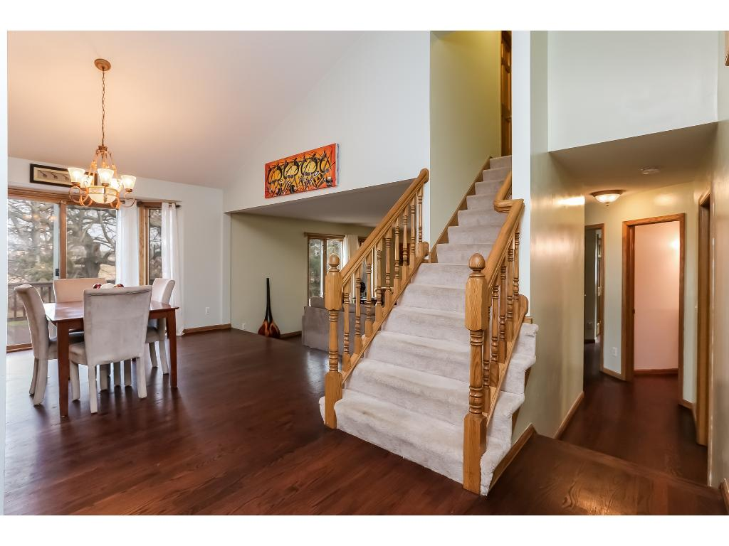 Beautiful open floor plan with vaulted ceilings for entertain and to give that feeling of extra space!