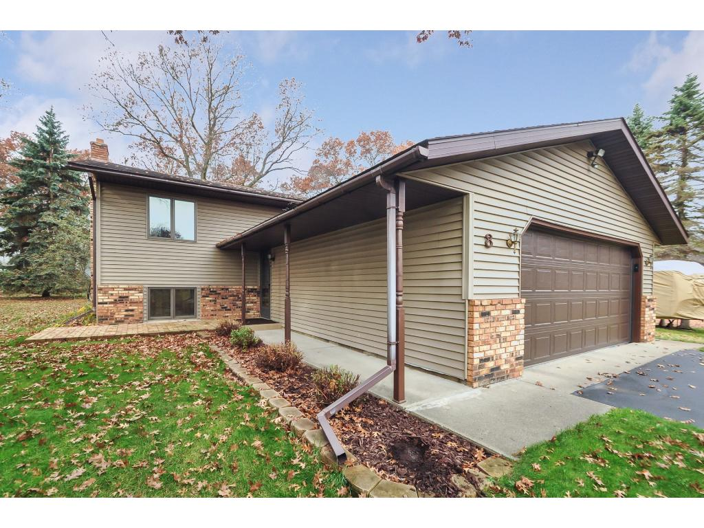 This '78 built split level home offers 3br, 2ba, plus room in basement to add more finished sqft.