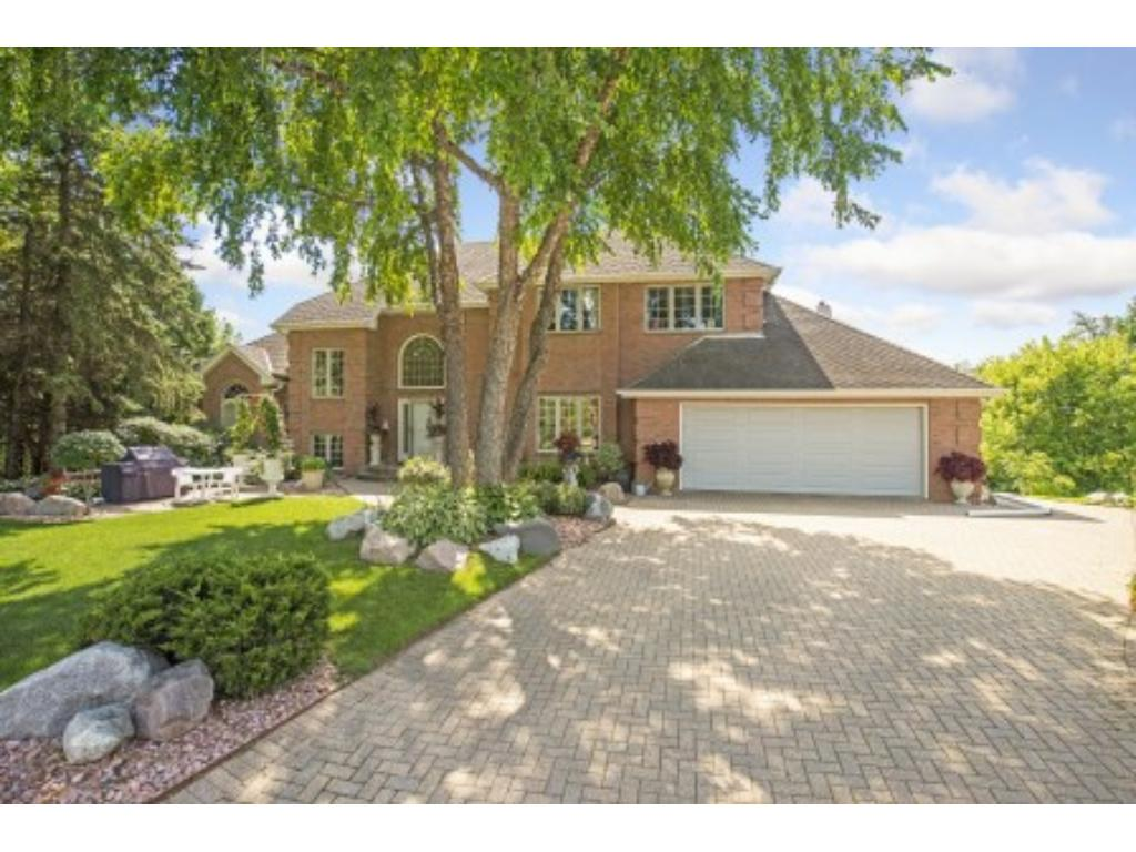 828 Deer Trail Point nestled in a cul-de-sac on the bluff above Valley View Park in Mendota Heights.