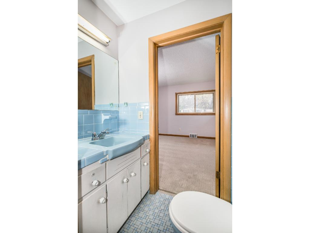 1/2 bath is conveniently located between the two back bedrooms.