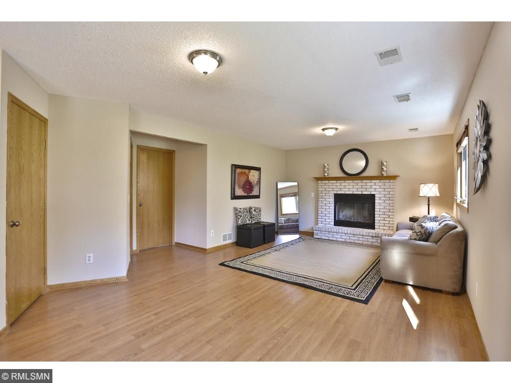 Bonus room area to decorate and create what fits your needs: desk for office space, gaming area, formal dining area, etc..